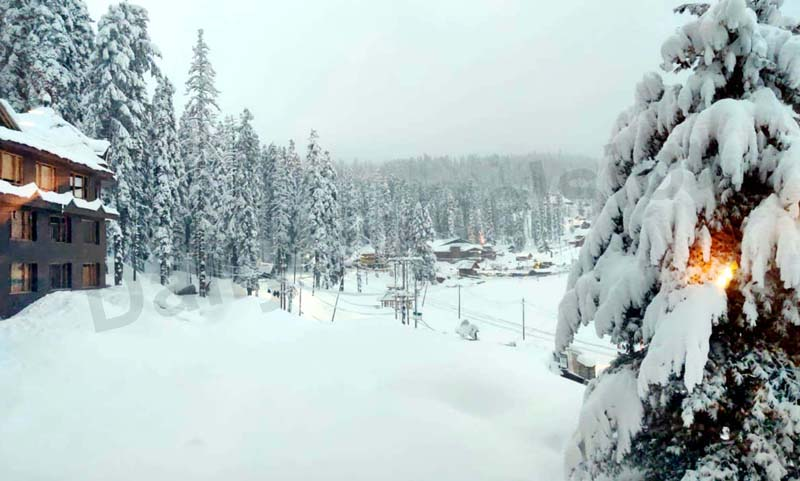 A view of fresh snowfall in tourist resort of Gulmarg on Saturday. -Excelsior Photo