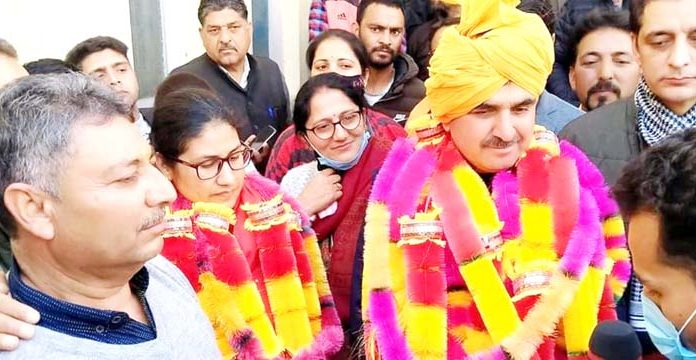BJP leaders Dhanantar Singh and Sangeeta Bhagat on being elected as chairperson and vice chairperson of DDC in Doda on Monday. -Excelsior/Tilak Raj