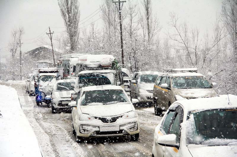 Fresh snowfall in Tangmarg area of Baramulla district. -Excelsior/Aabid Nabi
