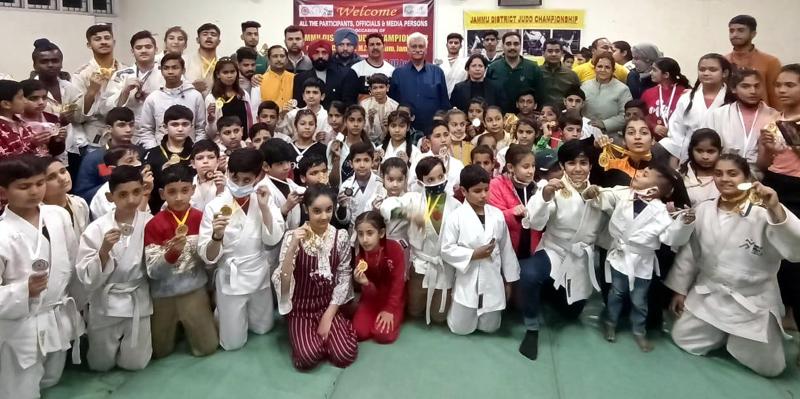 Winning Judo players posing a group photograph with dignitaries at Jammu.
