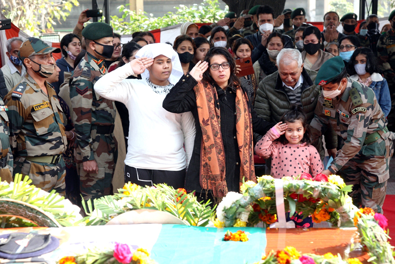 Family members and others paying tributes to Army Officer at Jammu.