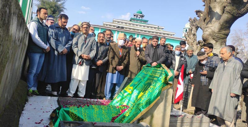 NC leaders and functionaries paying tributes to party stalwart Sheikh Nazir Ahmed at his ancestral graveyard in Srinagar.
