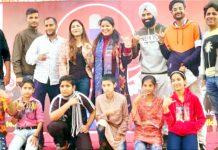 Artists at Radio Mirchi programme 'Mirchi Aao Milchey' at Jammu.