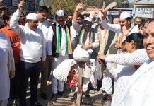 PYC & Congress activists staging protest at Udhampur on Thursday.