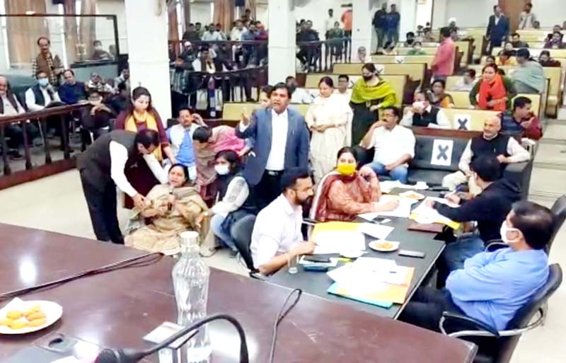 Congress Councillor Rajni Bala staging a sit-in during General House Meeting of JMC on Saturday.