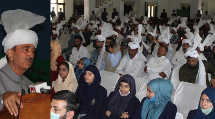 Former Union Minister Ghulam Nabi Azad addressing Gurjar Desh Charitable Trust members during a function in Jammu on Sunday. —Excelsior/Rakesh