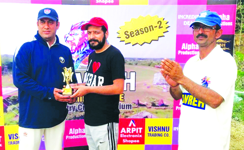 Sales Head Arpit Electronics presenting man of the match trophy to a player at Country Cricket Ground Ambgrota.