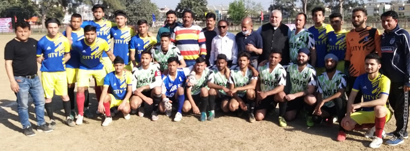 Winning team players posing for a group photograph along with dignitaries at Jammu.
