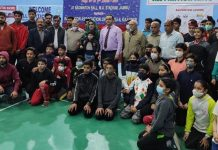 Winning players posing for a group photograph with Secretary J&K Sports Council, Nuzhat Gul and other dignitaries at Jammu.