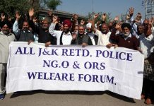 Retd non-gazetted police personnel raising slogans during protest at Jammu on Friday. -Excelsior/Rakesh