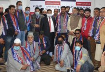 Cong leader Hilal Shah, 21 Councillors among many while joining Apni Party at Srinagar.
