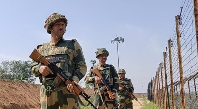 BSF jawans patrol the International Border in Samba sector despite ceasefire between India and Pakistan. —Excelsior/Nischant