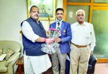 NC leader Devender Singh Rana presenting bouquet to Gold Medal winner shooter Chain Singh at Jammu.