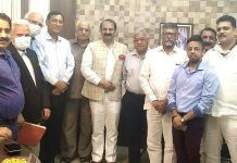 President SAJ Raman Suri and others posing for photograph after meeting.