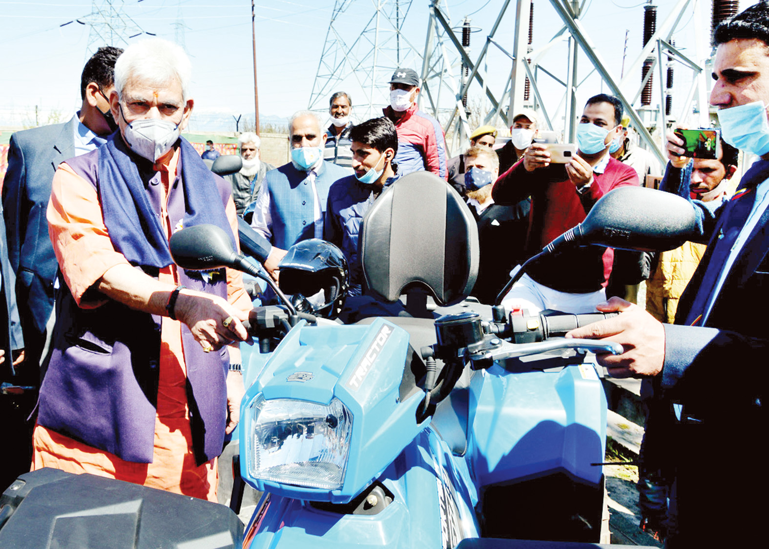 Lt Governor Manoj Sinha during inauguration of Farmers and Growers Mela at Baramulla.