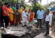 JMC Councillor, Gurmeet Kour Randhawa starting construction work of deep drain and culverts in her Ward in Jammu on Wednesday.