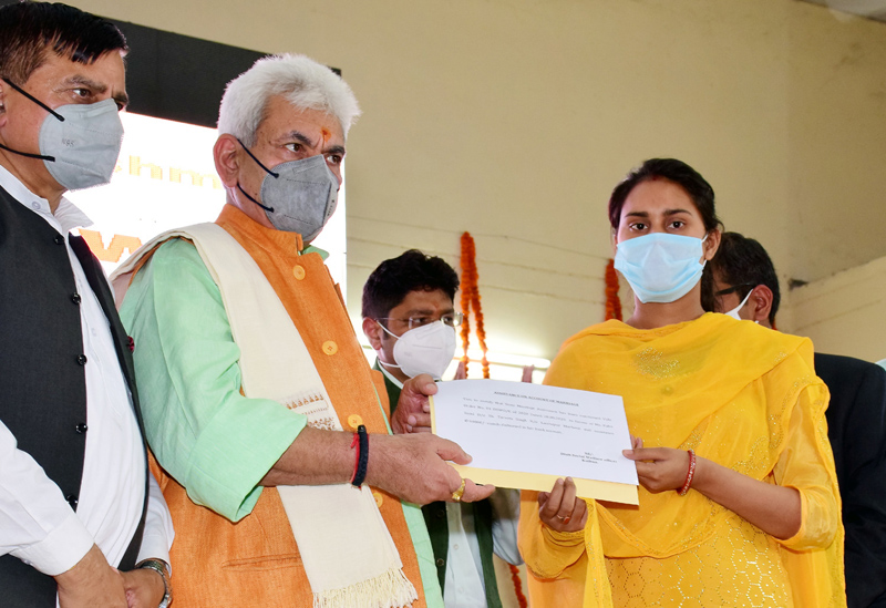 Lieutenant Governor Manoj Sinha handing over certificate to a girl in Hiranagar on Wednesday.