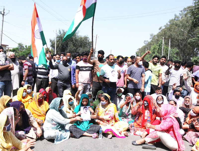 Family members and relatives of abducted CRPF Jawan staging protest at Barnai on Jammu-Akhnoor Road on Wednesday. —Excelsior/Rakesh