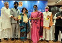 Dr Richa Sharma receiving award from MP Dr Sasiskalapushpa Ramaswamy at New Delhi.