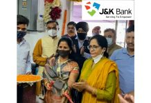 Anu Radha wife of CEO SMDVB and Manju Chhibber wife of J&K Bank's CMD RK Chhibber inaugurating special facility for fresh cash currency and note exchange.