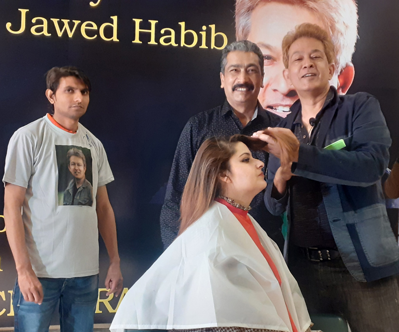 Hairstylist king Jawed Habib showing new technique of hairstyles during workshop at Jammu.