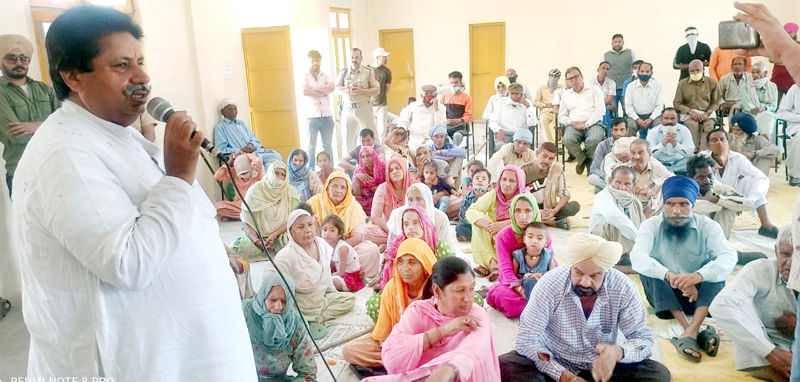 Congress leader Raman Bhalla addressing gathering at Ramgarh.