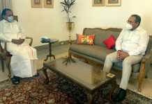 Rajesh Gupta, Chairman Tourism Federation discussing issues with M Venkaiah Naidu, Vice President of India.