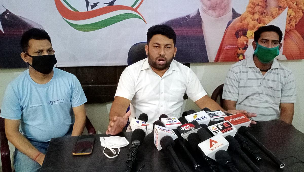 PYC gen secy Ricky Dalhotra addressing press conference in Jammu on Monday. -Excelsior/Rakesh