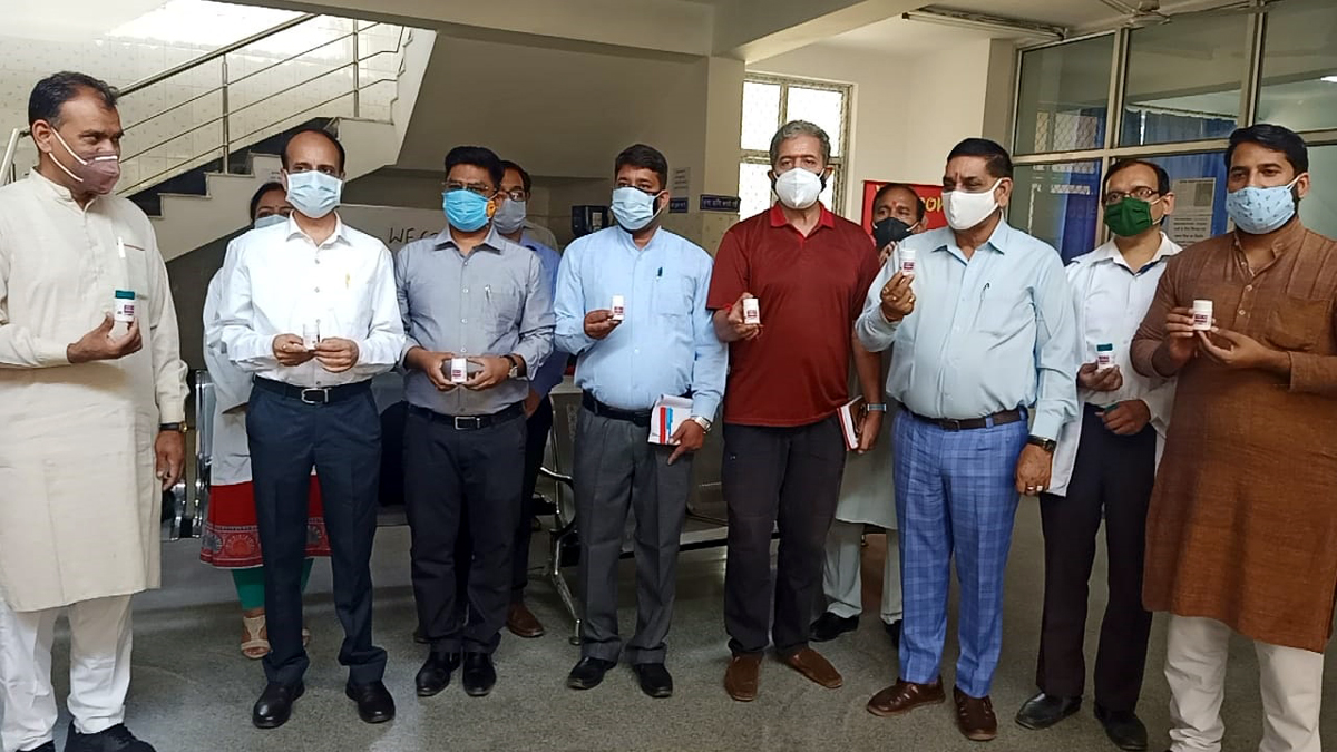 Jammu Mayor Chander Mohan Gupta along with others inaugurating campaign for free distribution of AYUSH-64.