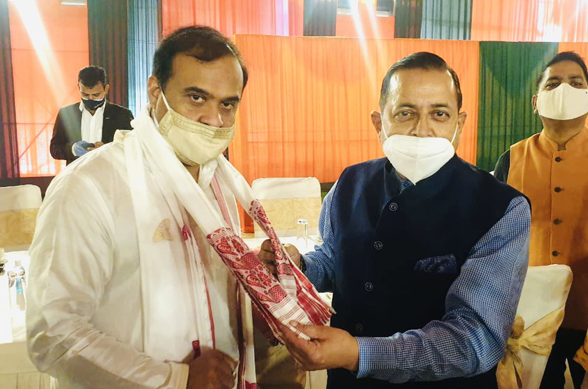 Union Minister Dr Jitendra Singh felicitating the newly inducted Chief Minister of Assam, Himanta Biswa Sarma at Guwahati on Monday.
