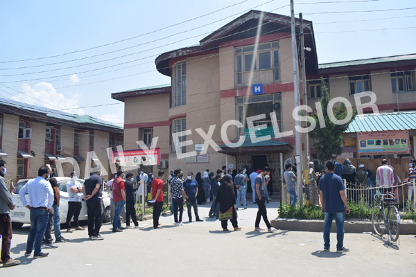 People in queue to receive a vaccine at SMHS hospital in Srinagar on Sunday. — Excelsior/Shakeel