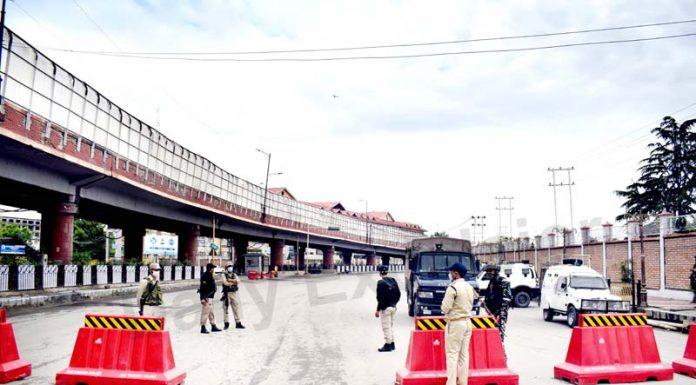 Strict COVID curfew imposed on Eid-ul-Fitr in Srinagar on Thursday. -Excelsior/Shakeel