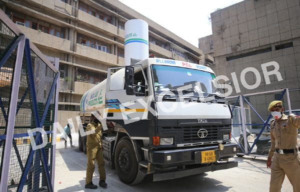 A tanker carrying medical oxygen supply arrives in GMC Jammu on Saturday. —Excelsior/Rakesh