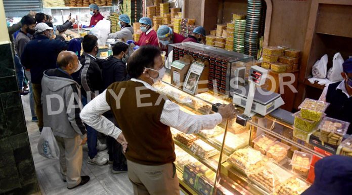 Rush at a shop ahead of Eid-ul-Fitr scheduled later this week, marking the end of holy month of Ramadhan in Srinagar on Tuesday. -Excelsior/Shakeel