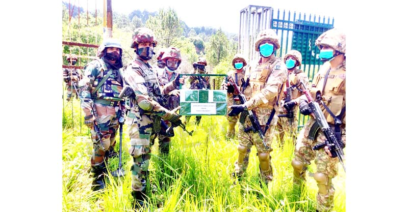 India and Pakistan Armies exchanging sweets on the occasion of Eid at Poonch-Rawalakot crossing point in Poonch district on Thursday. -Excelsior/Gurjeet Bhajan