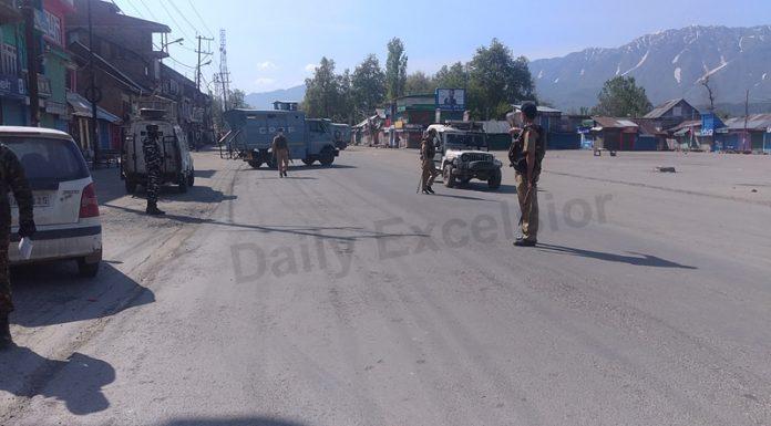 A view of lockdown in Anantnag on Friday. —Excelsior/Sajad Dar