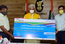 Lt Governor Manoj Sinha handing over cheque to J&K Bank as 3rd instalment of 5% Interest Subvention on Thursday.