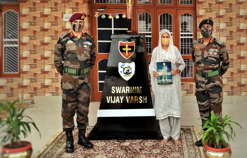 A Veer Nari, Pushpa Devi being felicitated by Army Commander at Pallanwalla in Akhnoor sector.