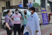 JKPCC leader Raman Bhalla interacting with a doctor outside MCH Hospital Gandhi Nagar in Jammu.