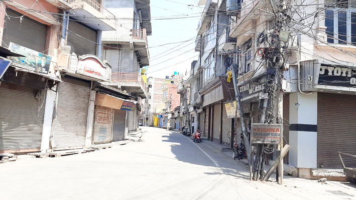 Complete lockdown in Udhampur town on Sunday. —Excelsior/K Kumar