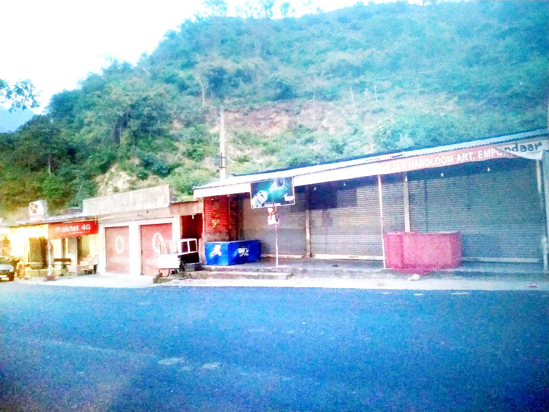A view of Naon Devian Road between Katra-Reasi during lockdown on Sunday. -Excelsior-Romesh Mengi