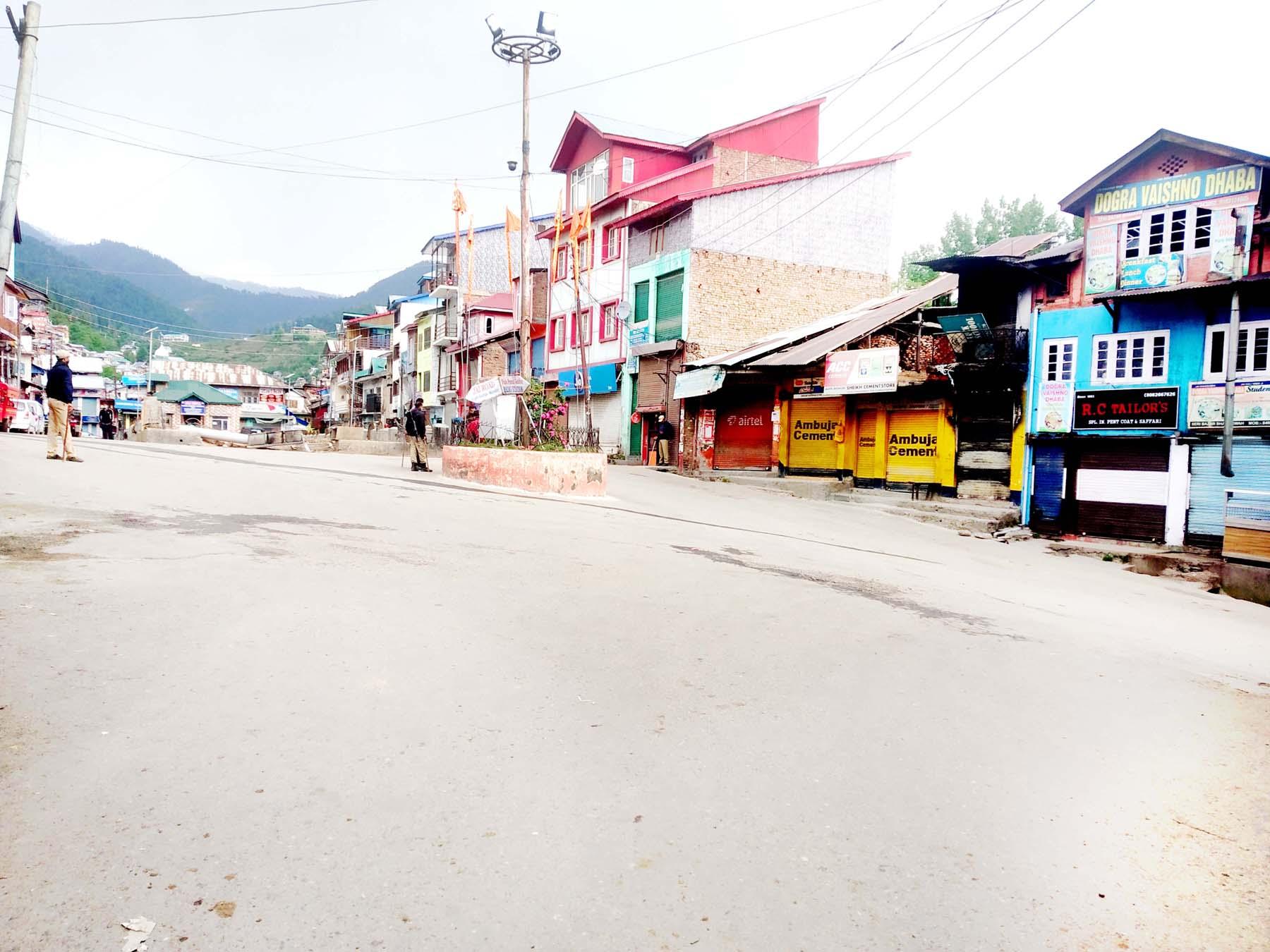 Bhaderwah town during Corona curfew on Sunday. -Excelsior/Tilak Raj