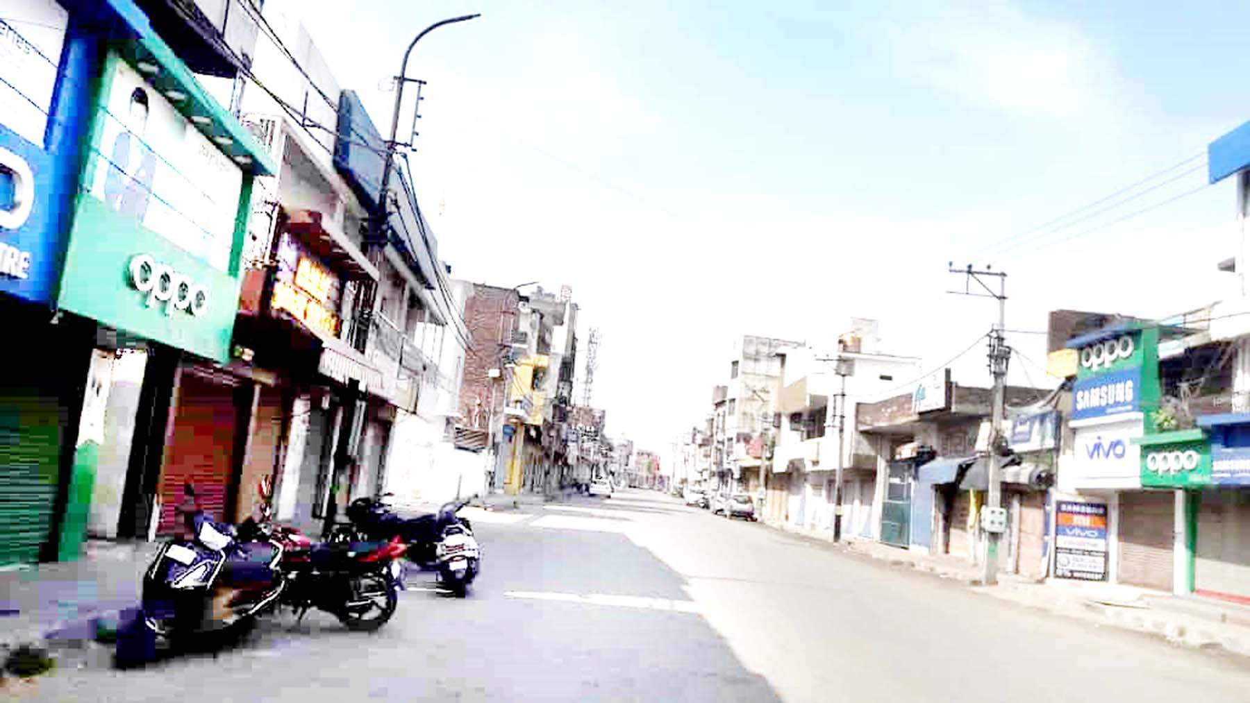 All shops remain shut during Corona curfew in Kathua on Sunday. -Excelsior/Madan Magotra