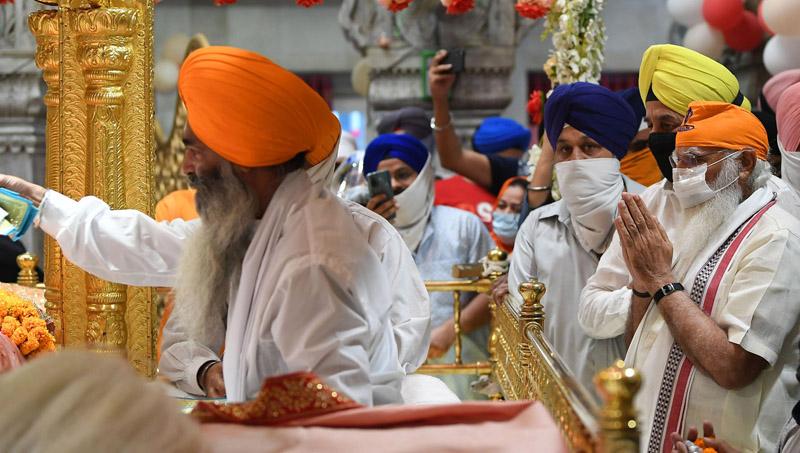 Prime Minister Narendra Modi offering prayers at the Gurudwara Sis Ganj Sahib on the 400th Parkash Purab of Sri Guru Teg Bahadur Ji, in Delhi on Saturday. (UNI)