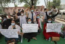 Unemployed dental surgeons during a protest demonstration at Ambphalla in Jammu. -Excelsior/Rakesh