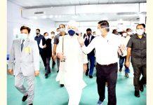 Lieutenant Governor Manoj Sinha taking round of DRDO's hospital in Srinagar on Wednesday.