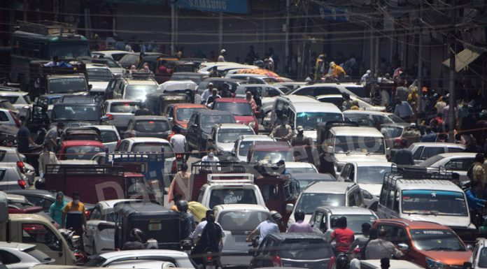 A view of traffic jam during partial unlock in Srinagar on Monday. —Excelsior/Shakeel