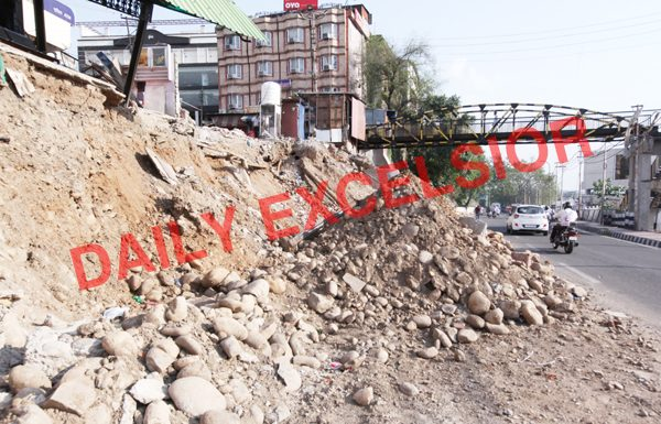 Just yards away from Jammu Municipal Corporation (JMC) office at Hari Market, debris of a razed building kept lying on road for nearly a month. —Excelsior/Rakesh