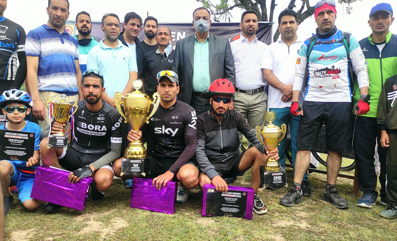 Winners of Mountain Bike (MTB) race posing for a group photograph with dignitaries at Srinagar.