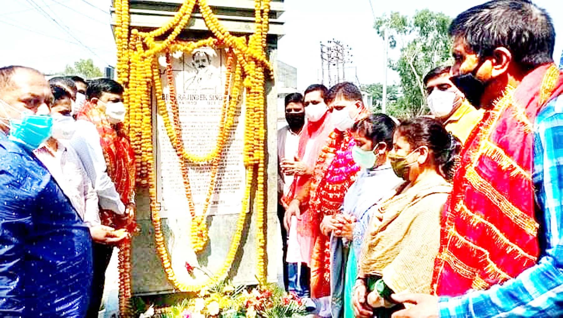 BJP leaders paying tributes to Brig Rajinder Singh at Jammu on Monday.